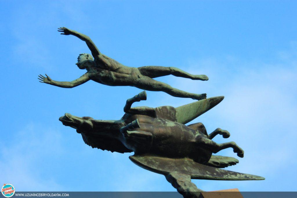 Pegasus ve Adam